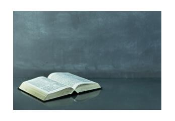 Ein aufgeschlagenes Buch für den kontaktfreien Scan