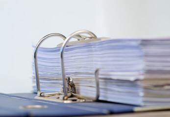 Unterlagen im Ordner geheftet
