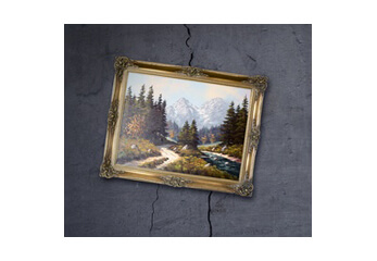Ein Gemälde hängt schräg vor einer Wand